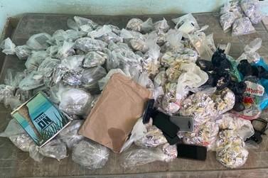 Grupo é flagrado em depósito de drogas no bairro Vila Helena, em Barra do Piraí