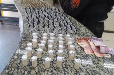 Trio é flagrado com cocaína em casa abandonada em Barra Mansa