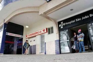Jovem de 23 anos tem pé amputado depois de ser atropelada por trem em Volta Redonda, RJ
