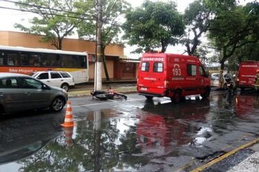 Motociclista fica ferida em acidente no Campos Elíseos, em Resende, RJ
