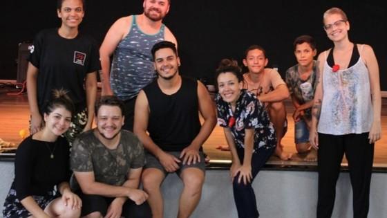 luzes no palco Com artistas nacionais, Lucas do Rio Verde realiza o 2º Festival Arte Movimente - ® Portal da Cidade | Lucas do Rio Verde