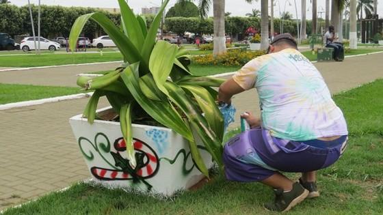 ARTE URBANA Praça dos Migrantes de Lucas do Rio Verde ganha decoração de Natal em grafite - ® Portal da Cidade | Lucas do Rio Verde