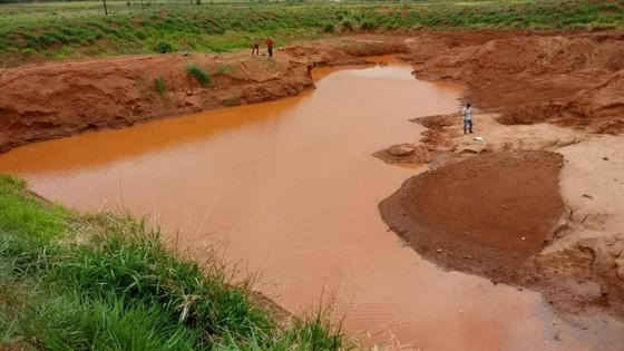 Região Menino morre afogado em vala cheia de água da chuva em Loanda 11/11/2019 - ® Portal da Cidade | Paranavaí