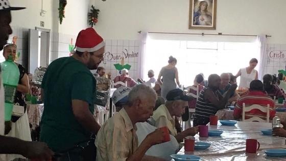 Campanha 'Adote um Vovô' promete um natal melhor para idosos do Lar São Vicente - ® Portal da Cidade | Umuarama