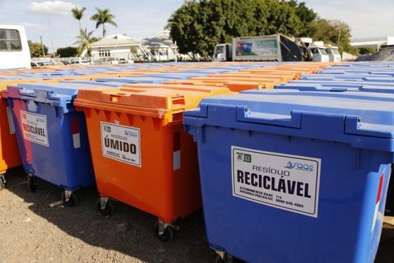 Contentores laranja e azul estão distribuídos por todos os bairros de Lucas do Rio Verde permitindo o descarte adequado de resíduos