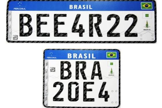 No modelo anterior, as placas possuíam um lacre, que foi substituído pelo  QR Code 5273be08de