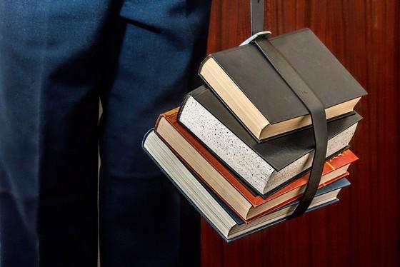 As solicitações de empréstimos de livros poderão ser feitas através do Formulário on-line toda semana, de quinta a segunda-feira.