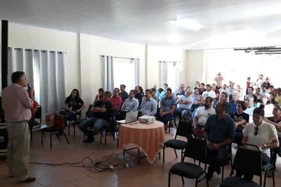O presidente da CooperRita, Carlos Henrique Moreira Carvalho, recepcionando os participantes destaca a importância da união dos produtores para a produção de cafés de qualidade e reforça o trabalho para o desenvolvimento do turismo rural