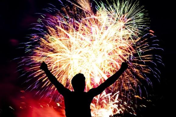 Homem morre em acidente com fogos de artifício durante festa em Vassouras, RJ