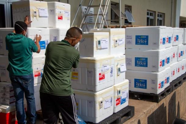 Minas Gerais distribui mais de 627 mil doses de vacinas às ...