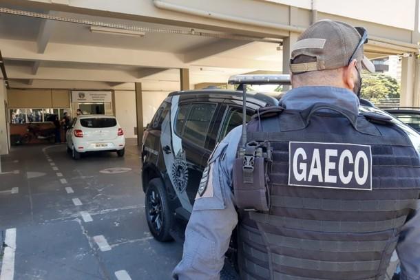 A operação contou com agentes do Gaeco e policiais militares das equipes do Choque de Guarapuava e Foz do Iguaçu